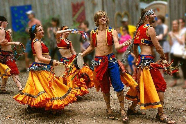 tanec v kostýmech