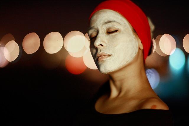 maska na obličeji