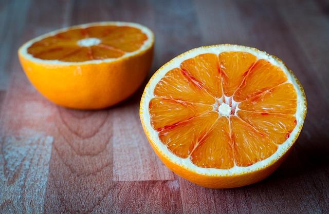 načervenalý pomeranč
