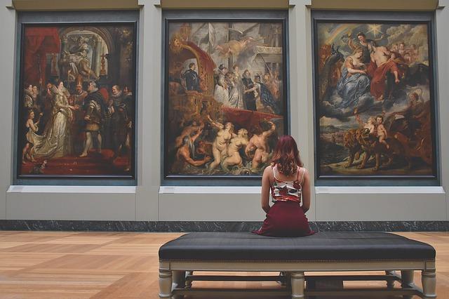 dívka v galerii.jpg