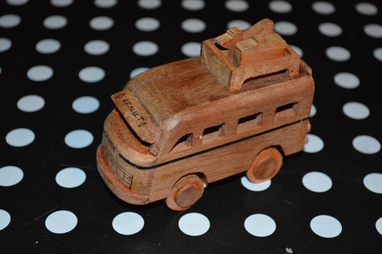 dřevené autíčko.jpg