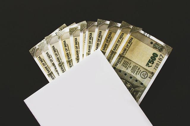 obálka s penězi